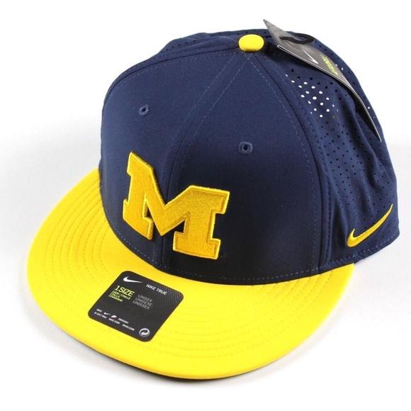 b7c9166ea1e New Nike Michigan Wolverines Vapor Snapback Hat